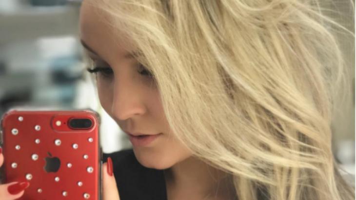 Larissa Manoela muda visual e fica loira novamente
