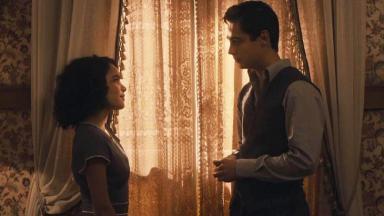 Carlos e Inês conversando em Éramos Seis
