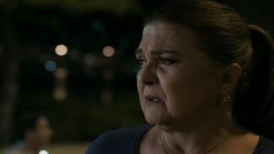 Aurora chorando após decisão difícil