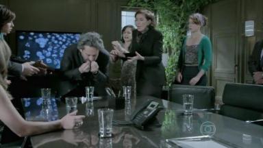 José Alfredo engole teste enquanto é observado pela família