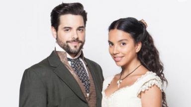 Pedro Carvalho e Gabriela Moreira aparecem caracterizados de Miguel e Juliana em Escrava Mãe