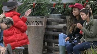 """Tati desabafa com Drika, Hari e Thayse sobre a ameaça no reality show """"A Fazenda 11"""""""