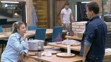 Bifão e Viny na cozinha são surpreendidos por Guilherme Leão em A Fazenda 11