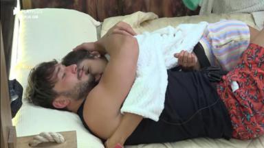 Lucas Viana retomou o namoro com Hariany Almeida no reality show A Fazenda 2019