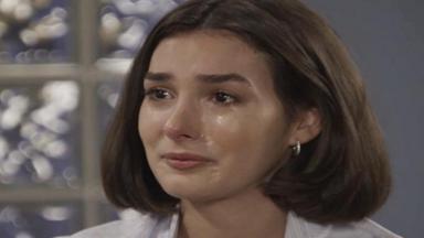 Larissa chorando