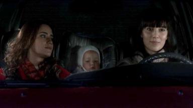 Cena de A Vida da Gente com Ana, Manu e Júlia no carro
