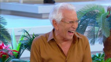 Carlos Alberto de Nóbrega rindo durante A Praça é Nossa