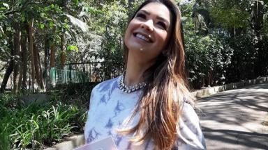 Amanda Françozo durante gravação do De Papo