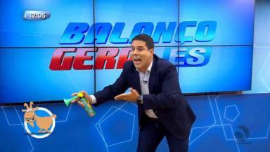 """Amaro Neto, durante apresentação do """"Balanço Geral ES"""""""