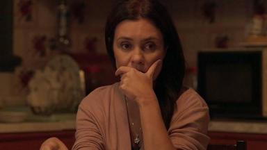 Adriana Esteves em cena de Amor de Mãe
