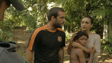 Vitória e Sandro em cena de Amor de Mãe com Tiago