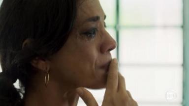 Ana Cecília Costa em cena de Órfãos da Terra