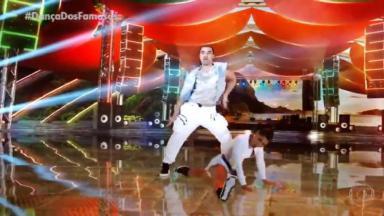 André dançando na Dança dos Famosos
