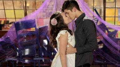 """Mirela e Luca se beijam em """"As Aventuras de Poliana"""""""