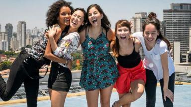 As protagonistas de As Five posam para foto