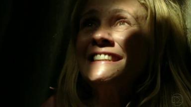 Adriana Esteves como Carminha em cena de Avenida Brasil