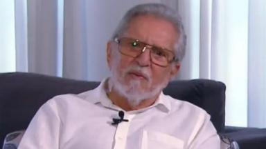 Carlos Alberto de Nóbrega durante entrevista