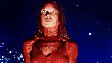 Cena do filme Carrie, A Estranha