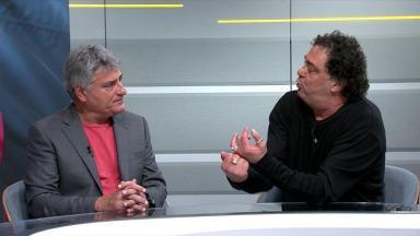 Cléber Machado e Casagrande sentados lado a lado conversando