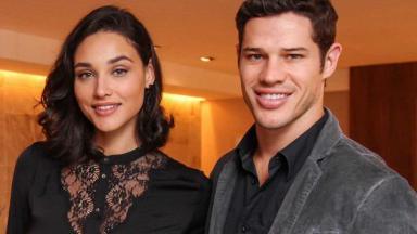 Débora Nascimento e José Loreto posam para foto