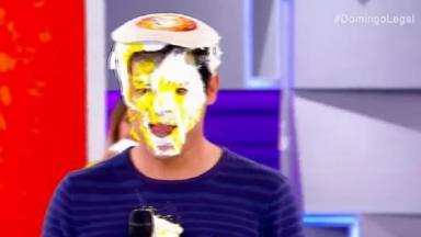 Celso Portiolli com tortada na cara no Domingo Legal