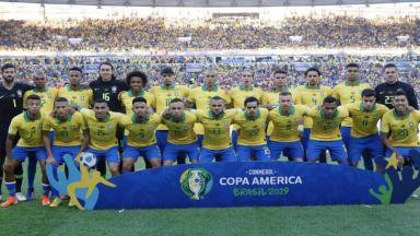 Jogadores do Brasil posam para pôster