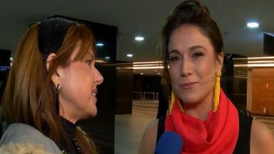 Fernanda Gentil sendo entrevistada por repórter do TV Fama