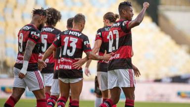 Flamengo comemorando gol