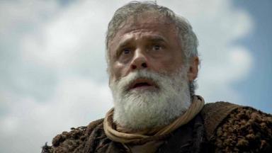 Cena de Gênesis com Noé chocado