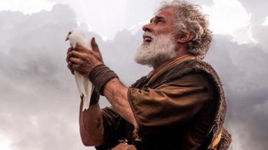 Cena de Gênesis com Noé segurando uma pomba
