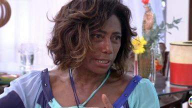 Glória Maria durante entrevista.