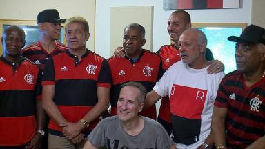 Ex atletas do Flamengo posam para foto do Globo Esporte
