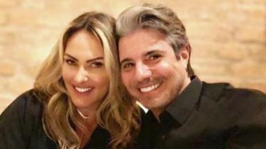 Mara Ferraz e João Kléber posam para foto sorrindo