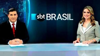 "Carlos Nascimento e Rachel Sheherazade na bancada do ""SBT Brasil"""