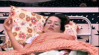 Juliette deitada no quarto cordel do BBB21