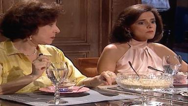 Cena de Laços de Família com Alma e amiga em jantar na mansão
