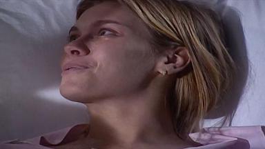 Cena de Laços de Família com Camila deitada no hospital