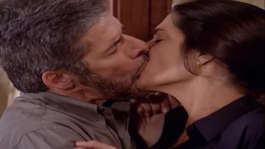 Cena de Laços de Família com Pedro beijando Cíntia à força