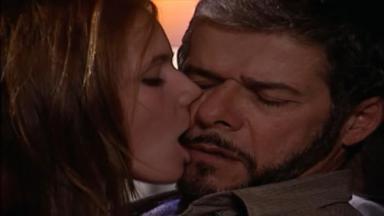Cena de Laços de Família com Íris beijando Pedro