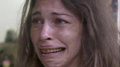 """Grazi Massafera caracterizada como Larissa, quando estava drogada em """"Verdades Secretas"""""""