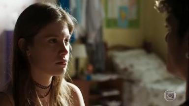 Anjinha chocada com a prisão do pai em cena de Malhação