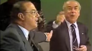 Cena do debate eleitoral de 1989 na briga entre Maluf e Brizola