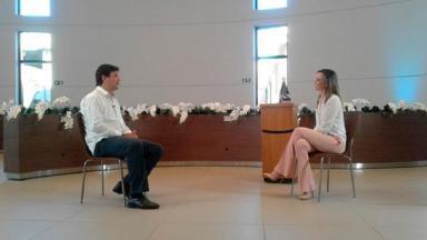 Luiz Henrique Mandetta durante entrevista para a TV Aparecida