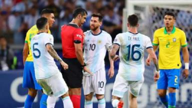 Messi-Pisola-Brasil-Argentina-Bate-Record_5b940aebc8a9bd18a6d047743cd1a6e1e9b7036e.jpeg