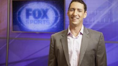 PVC posa para foto nos estúdios do Fox Sports