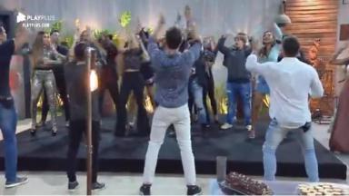 Participantes dançando
