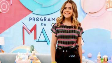 """Maisa Silva posa para foto no cenário de seu """"Programa da Maisa"""""""