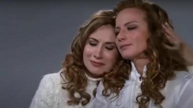 Cena de Quando me Apaixono com Renta e Regina se abraçando