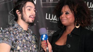 Adriana Bombom em entrevista para o TV Fama da RedeTV!