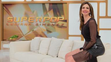 Luciana Gimenez posa no estúdio do Superpop
